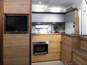 Sealine-40-Interior-Boat-Rental-Miami-2