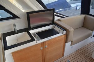 Sealine-40-Interior-Boat-Rental-Miami