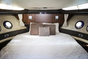 43-Marquis-Yacht-Bed
