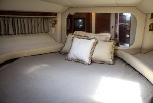 50-Sea-Ray-Yacht-Bed