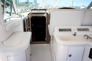 50-Sea-Ray-Yacht-Inside