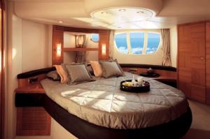 55-Azimut-yacht-cabin-2
