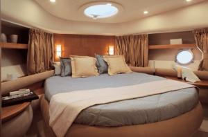 55-Azimut-yacht-cabin