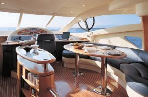 55-Azimut-yacht-interior-2